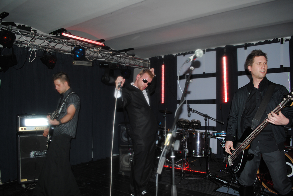 COCOTTE MINUTE koncert/Klub ART 31. 3. 2012