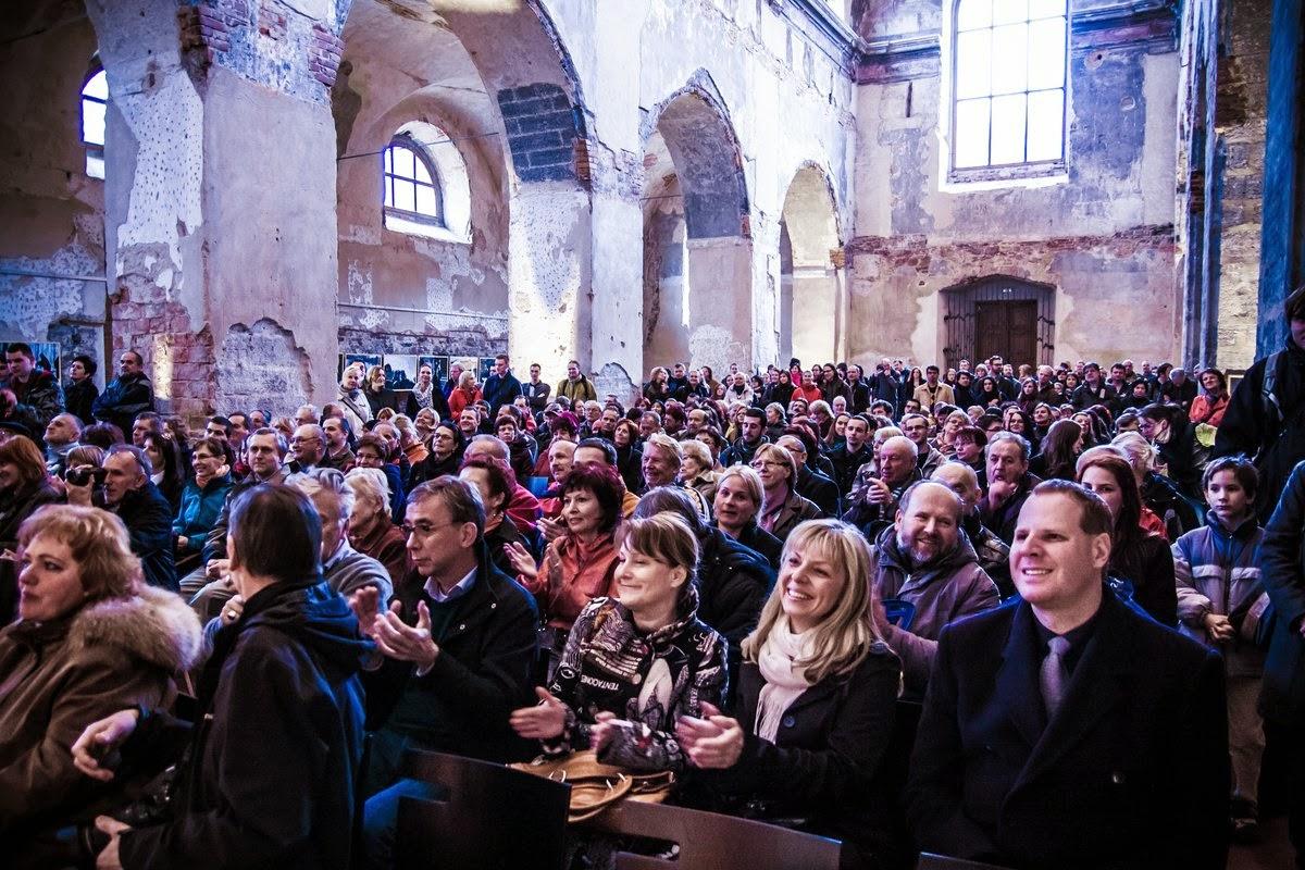 SKRZE HŘÍCHY DO NEBE / JINDŘICH ŠTREIT vernisáž / kostel sv Václava při Domě umění