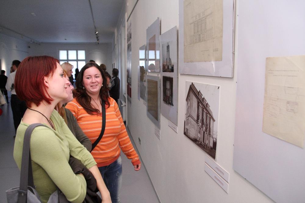 OPAVA-VÍDEŇ: LEKCE ARCHITEKTURY / vernisáž / 6. 10. 2010 // Galerie