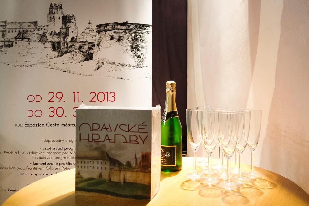 Přednáškový večer a slavnostní křest knihy Opavské hradby – Klub Art