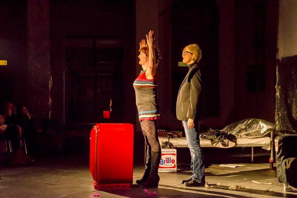 """""""Warholovské"""" divadlo v kulisách výstavy Andyho Warhola"""