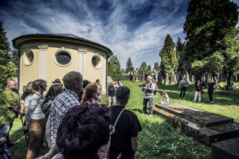 KOMENTOVANÁ PROHLÍDKA ŽIDOVSKÉHO HŘBITOVA / 28 4. 2018 // Městský hřbitov v Opavě