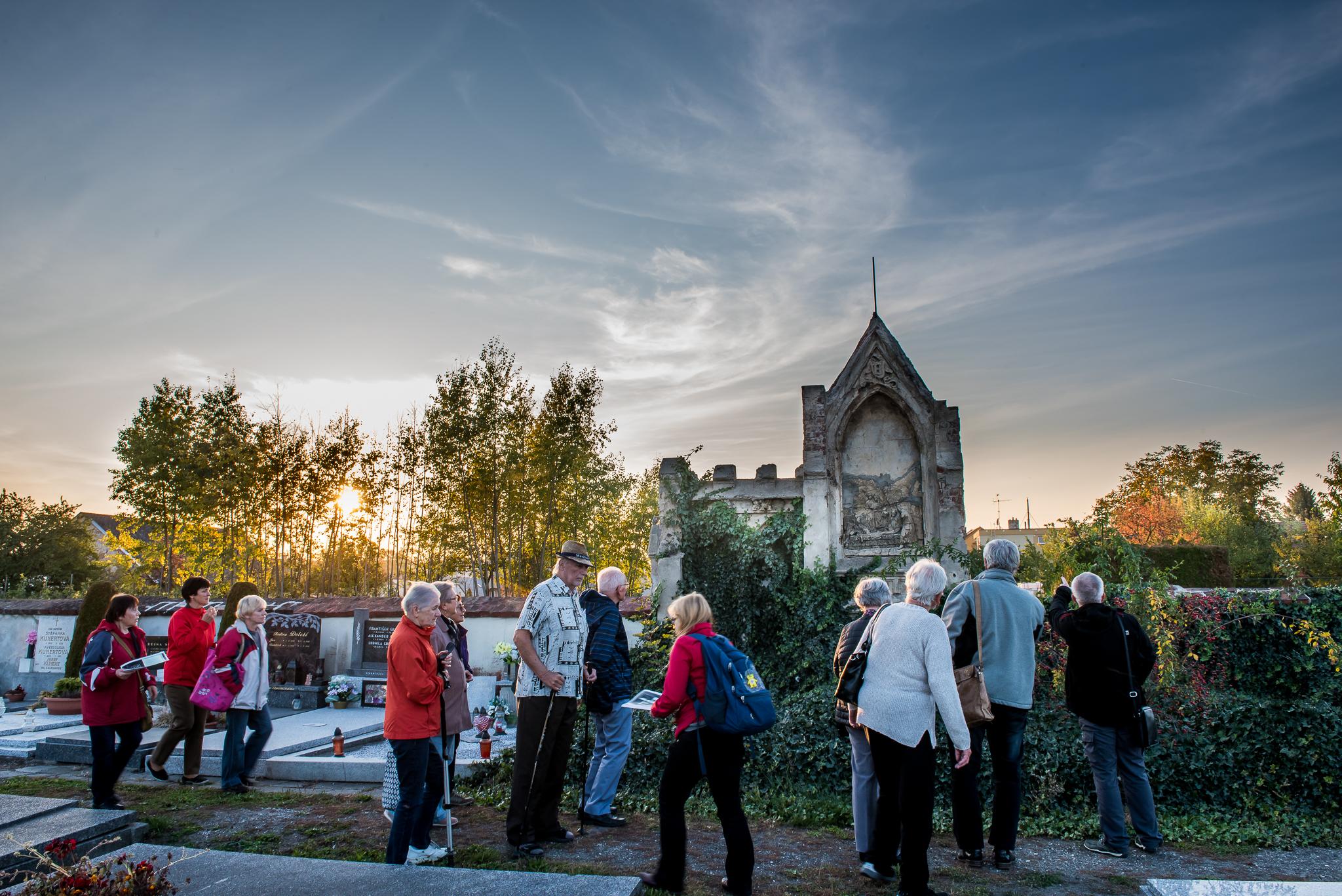 komentovaná prohlídka VYCHÁZKA ZA OSOBNOSTMI KATEŘINEK / 9. 10. 2018 // Švédská kaple a hřbitov
