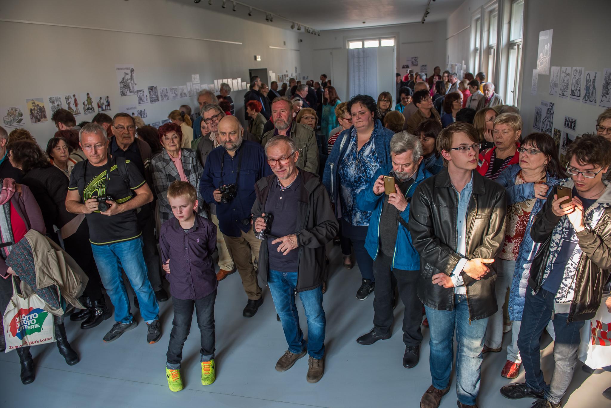 vernisáž LIDSKÁ KOMEDIE V KRESLENÉM HUMORU JIŘÍHO WINTERA NEPRAKTY / 3. 4. 2019 // Galerie Obecního domu