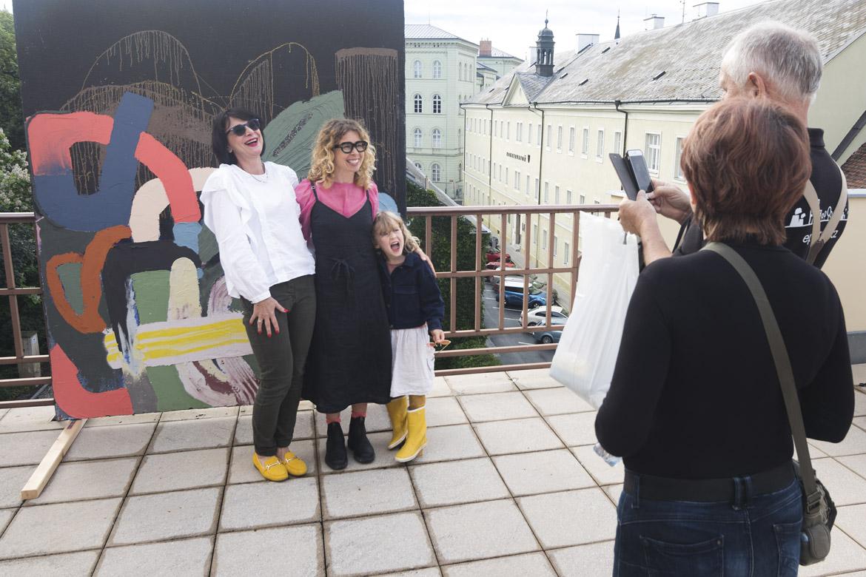 vernisáž LUCIE JINDRÁK SKŘIVÁNKOVÁ – SEDIMENTY / 16. 7. 2020 / terasa Obecního domu